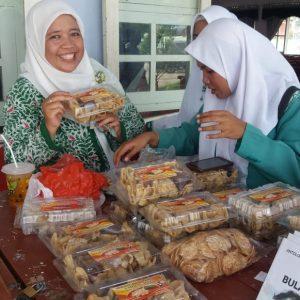menikmati tahu walek kuliner di desa sumenep yang mulai buming