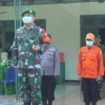 dandim 0828 sampang pimpin apel gelar pasukan ops penegakan disiplin prokes