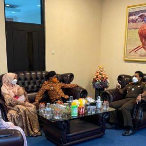 H-1 Masa Jabatan Bupati Sumenep Berakhir, Dr. A. Busro Karim Berpamitan ke Kejari