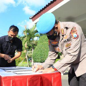 Komitmen Tidak Menyalahgunakan Narkoba, Personel Bidpropam Polda Jatim Tandatangani Pakta Integritas