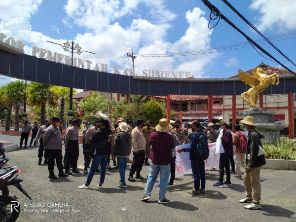 Harga Tembakau di Sumenep Anjlok, MPR Madura Raya Gelar Demo di Kantor Bupati