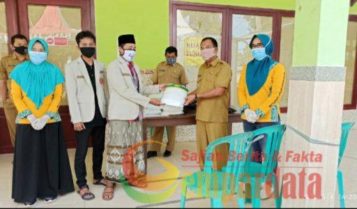 peduli kesehatan, pemuda muhammadiyah kecamatan pragaan berikan 10 paket apd
