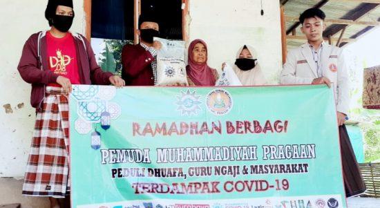 terdampak covid-19, pc. pemuda muhammadiyah pragaan berikan 150 paket sembako